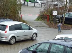 Zugeparkte zweite Ausfahrt